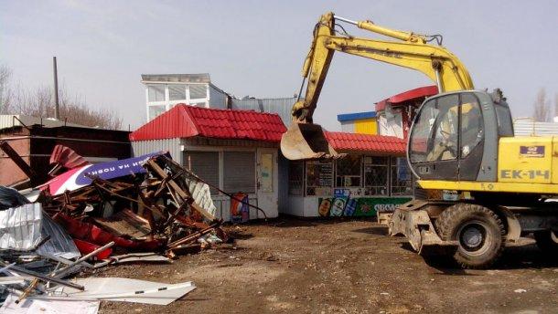 Кличко громит в Киеве торговые павильоны